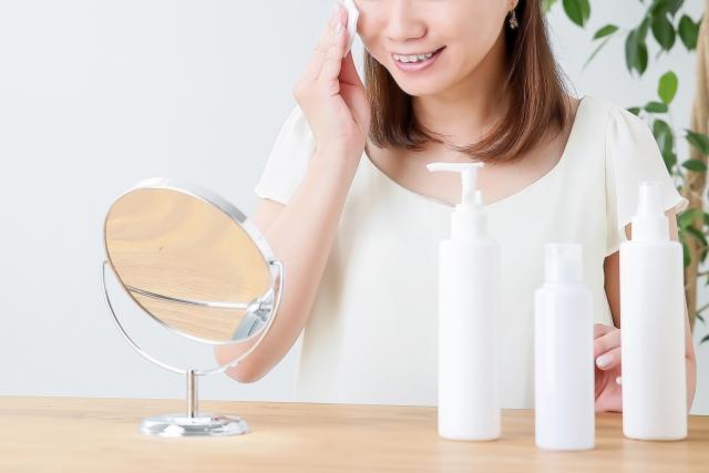 化粧水はコットンでつけるべき?手でつけるのとどちらが良いの?