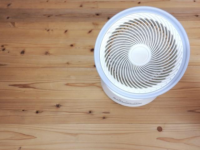 オイルヒーターの置き場所は?サーキュレーターで効率よく暖めます。