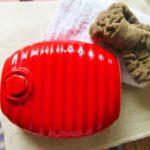 湯たんぽのお湯の温度は何度?量や入れ方は?適温の作り方を紹介