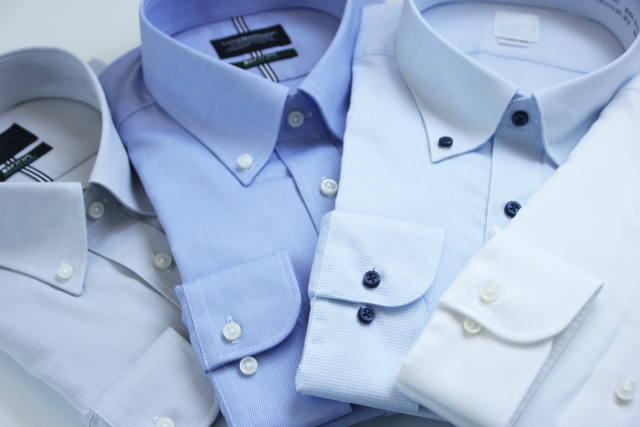 ボタンダウンにネクタイはおかしい?シャツのボタンは外すもの?