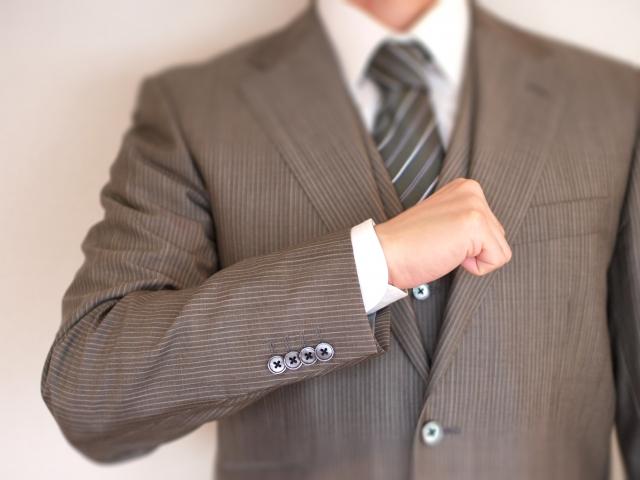 スーツにファブリーズだと痛む?しみにならない効果的な使い方