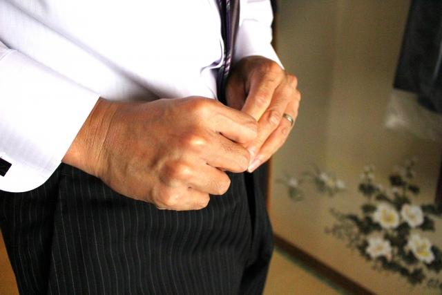 スーツのアンモニア臭を取るには?スラックスの尿臭の対策5つ