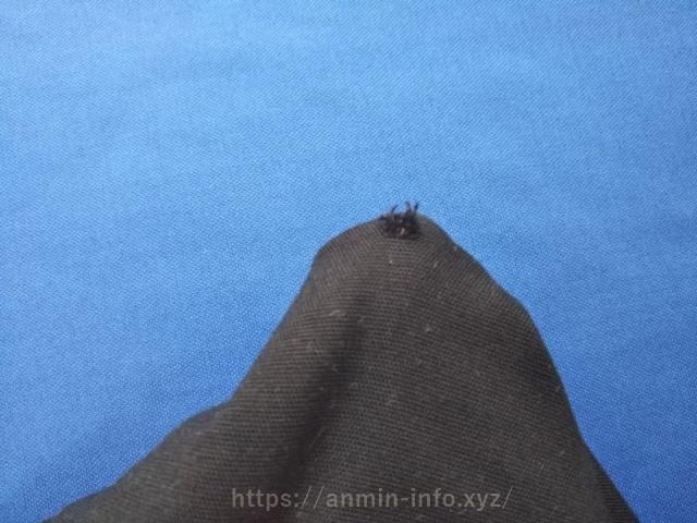 補修前のズボンの穴の画像