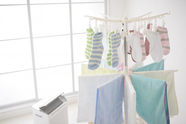 部屋干しエアコン除湿と冷房どちらがベター?時間や電気代は?
