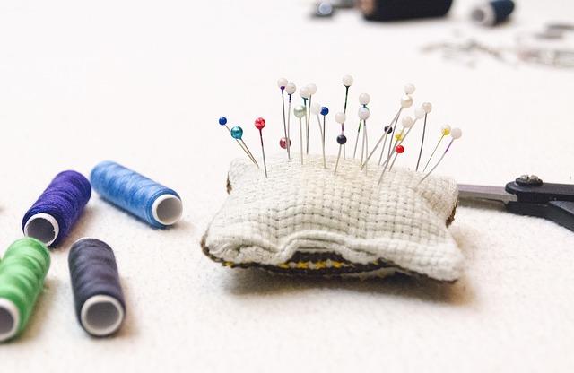 ズボンの股の破れの直し方 手縫いで穴の補修をする方法