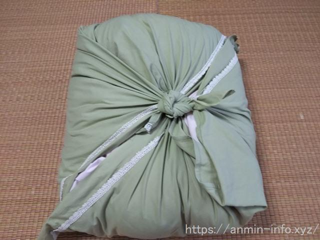 羽毛布団を風呂敷で包んだ画像