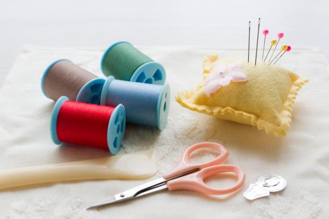 【まとめ】ズボンの補修の方法の紹介 修理グッズや縫い方の手順など
