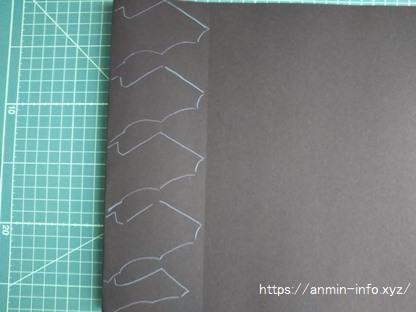 コウモリの型紙を色画用紙に転記する画像 出来上がり