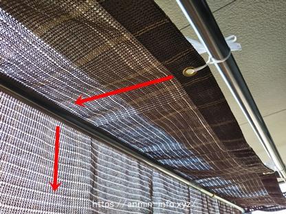 物干し竿にシェードを覆い被せている写真です。
