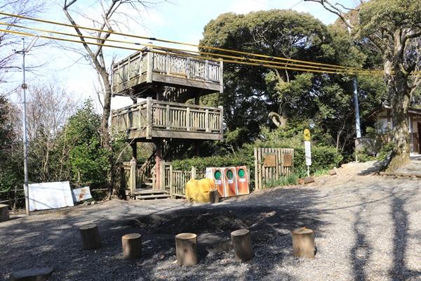東谷山フルーツパークの散策路の展望台