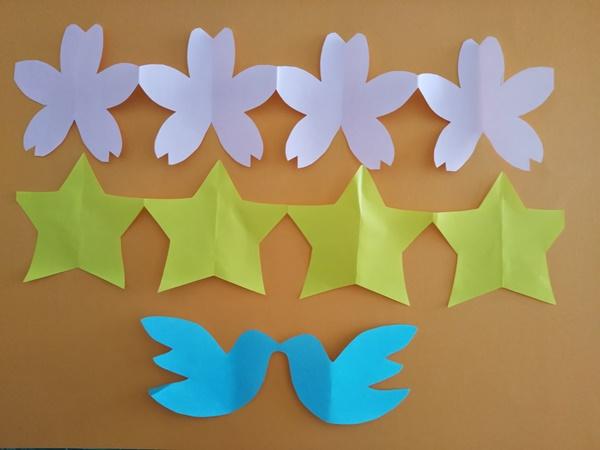切り紙でつなぎ模様を簡単に!つながってる星や花など作り方