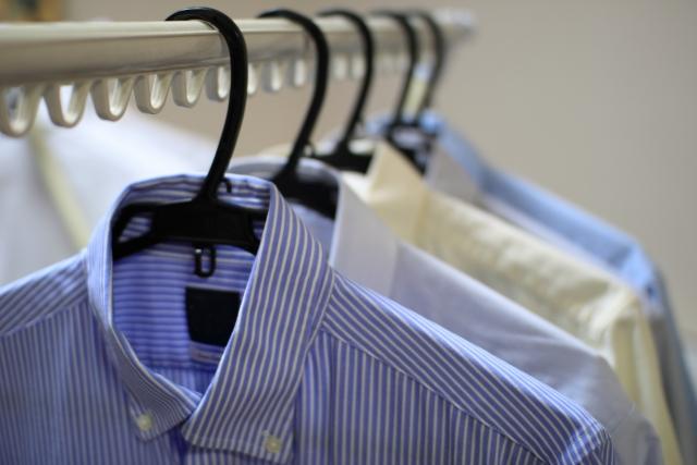 ワイシャツの襟の黄ばみの落とし方 頑固な汚れを簡単に落とす方法