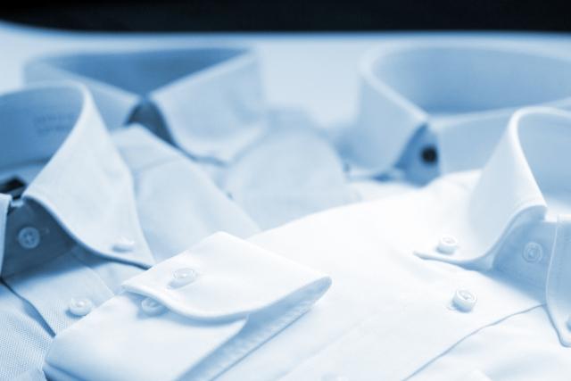 ワイシャツのクリーニングの出し方 事前の準備や持って行き方を紹介