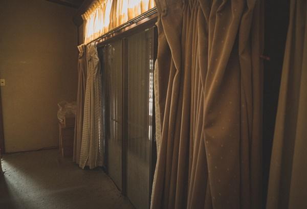 バルサンを使う時にはカーテンは取り外しておくべきなのか?
